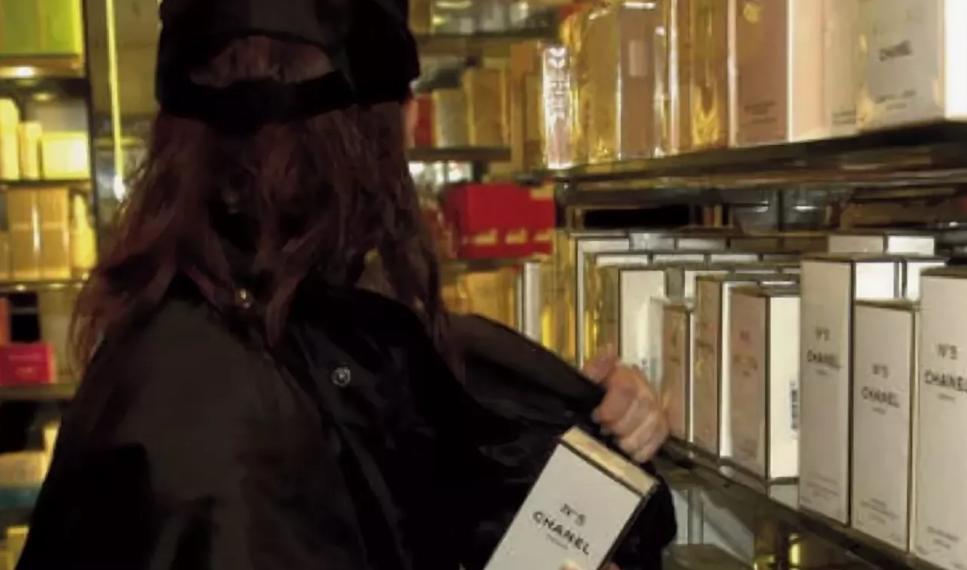 Кража парфюма