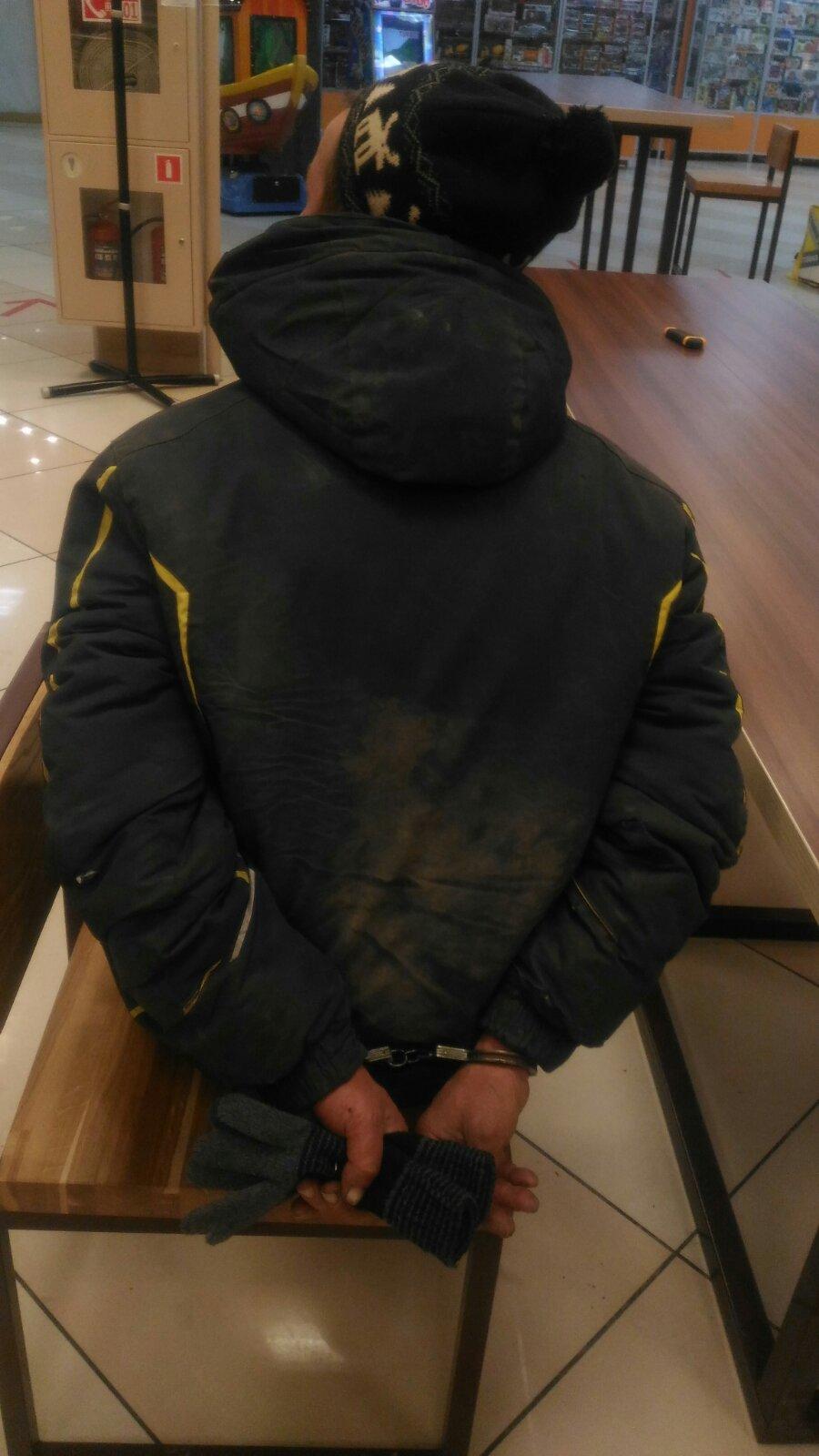 В Перми задержали посетителя кафе быстрого питания с ножом в руках